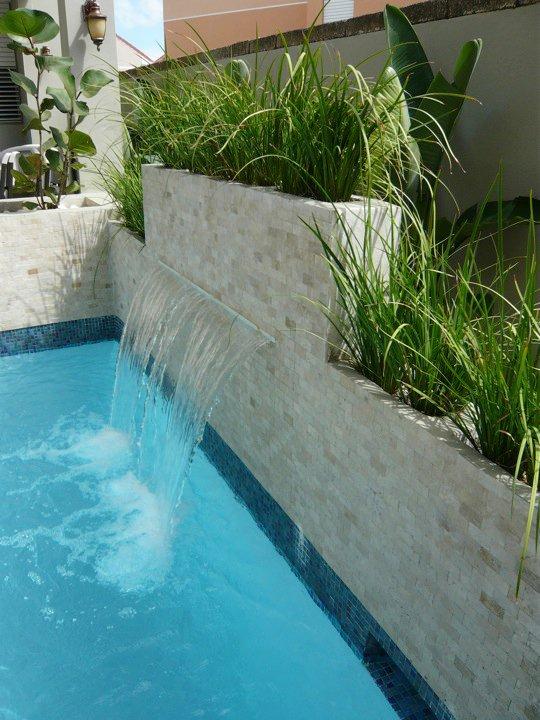 Detalle piscina Residencia en Sajuan